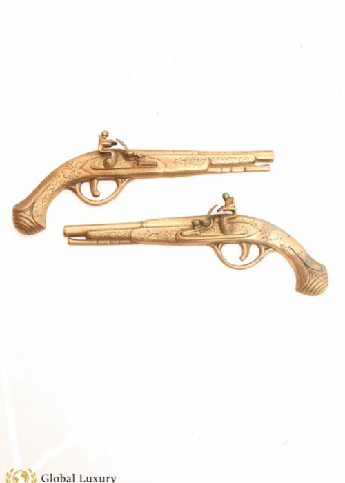 PAIR OF VINTAGE BRASS PISTOLS (CAN BE HUNG ON WALL)